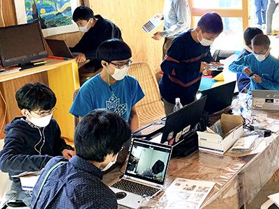 高校生による子供のための子供が楽しいと思えるロボットプログラミング教室